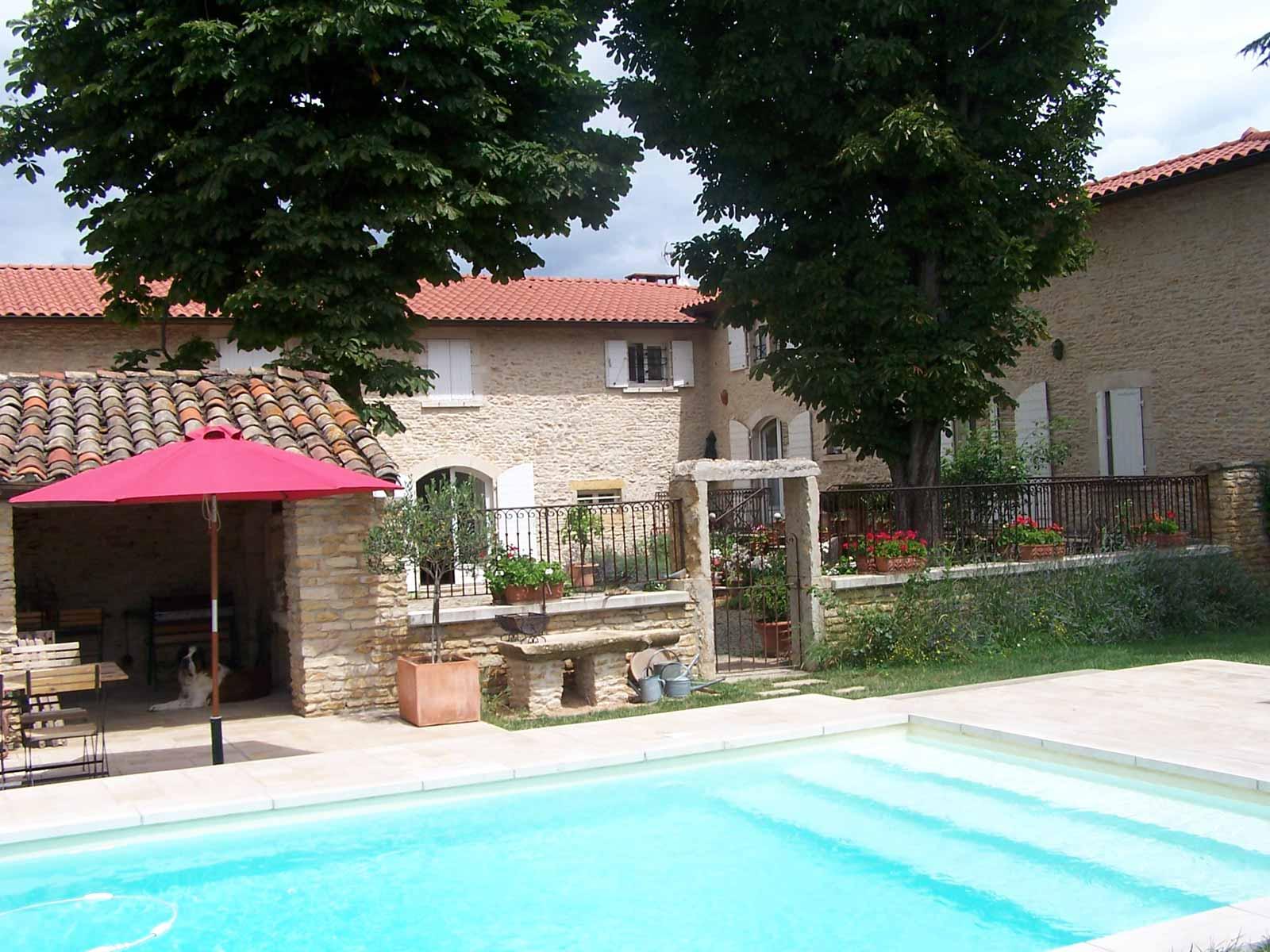 chambre-d-hote-piscine-beaujolais